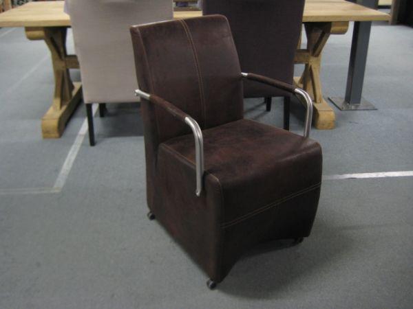 Moderner armlehnstuhl venice mit rollen for Armlehnstuhl mit rollen