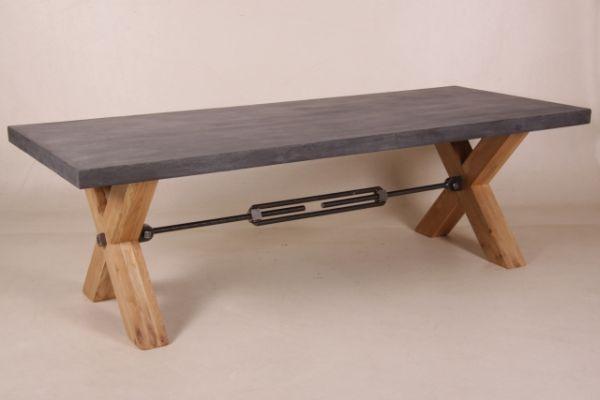 Eichenkreuz-Tisch mit Beton Platte