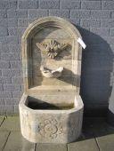 NF539 schmaler Wandbrunnen aus Naturstein L 65cm W 50cm H 125cm