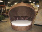 RA04 Dome Bett aus Rattan mit großem Kissen